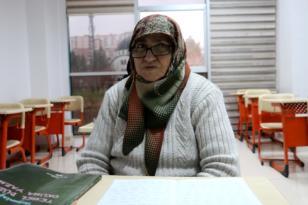 Okuma yazmayı 60 yaşında öğrendi