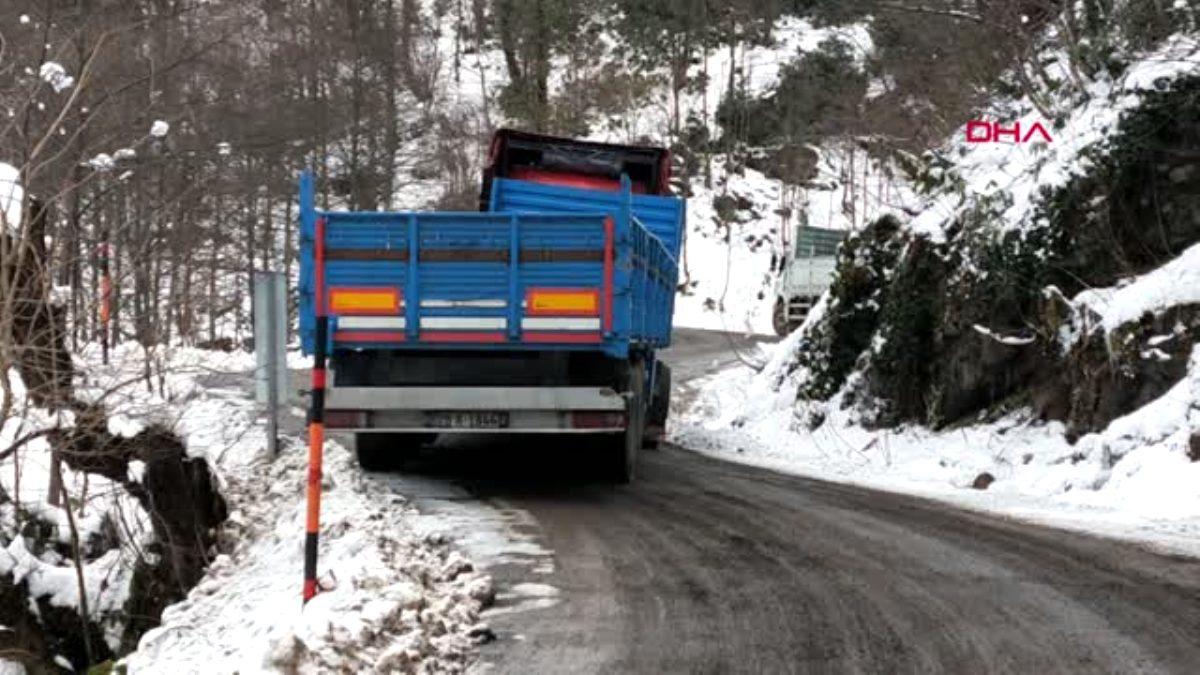 Ordu da araçlar, buz tutan yolda kaldı, gölet dondu