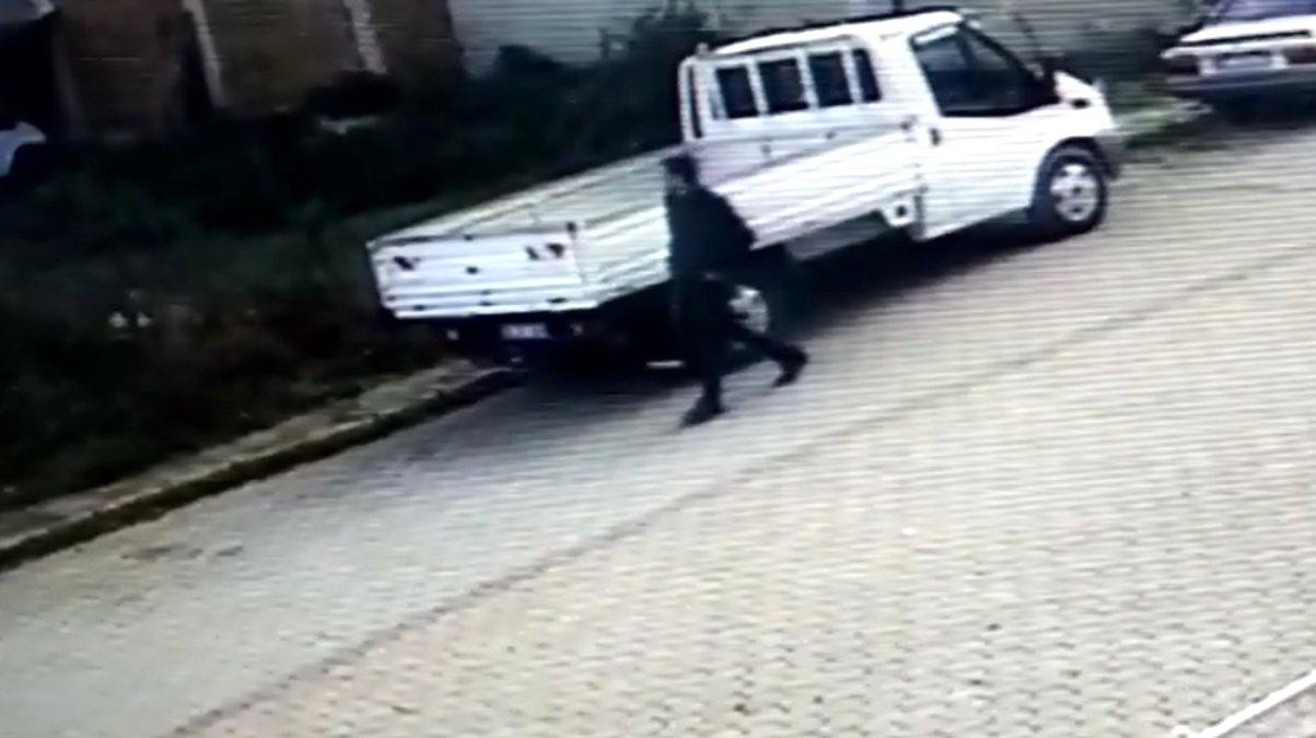 Samsun da araçtan hırsızlık kamerada