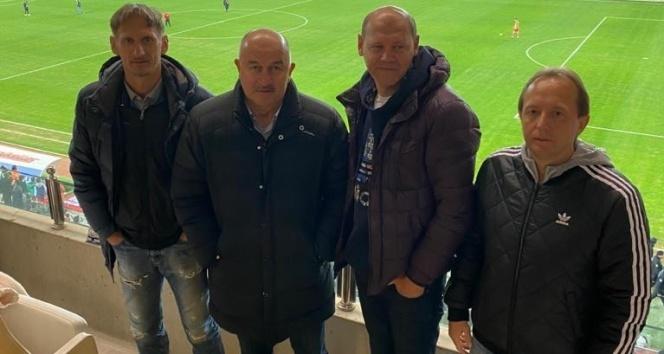 Rusya Milli Takım Teknik Direktörü Stanislav Çerçesov, Antalyaspor – Kasımpaşa maçını izledi