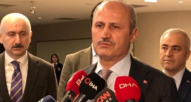 Ulaştırma Bakanı Turhan, uçak kazasında yaralananları hastanede ziyaret etti