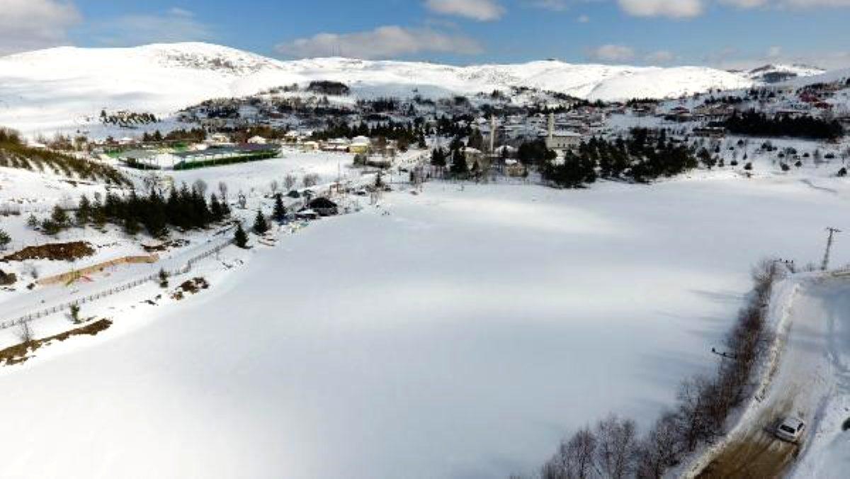 Perşembe Yaylası Göleti buz tuttu