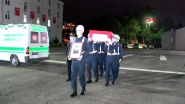 GİRESUN Sel felaketinde şehit olan Uzman Çavuş Aykut Variyenli nin naaşı, memleketi Adana ya…