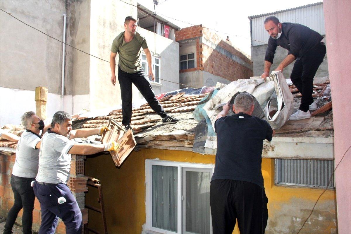 Samsun da yaşlı kadının çatı onarımı için seferber oldular