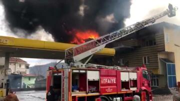 Son dakika haberleri: Akaryakıt istasyonu yangınında faciadan dönüldü